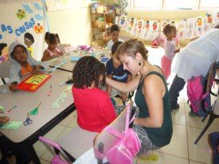 Annemarie in het kindercentrum