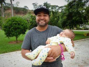 Renato met jongste kind